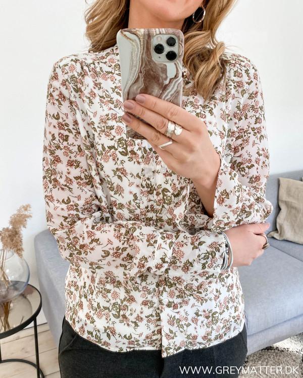 Skjorte med blomsterprint fra Vila