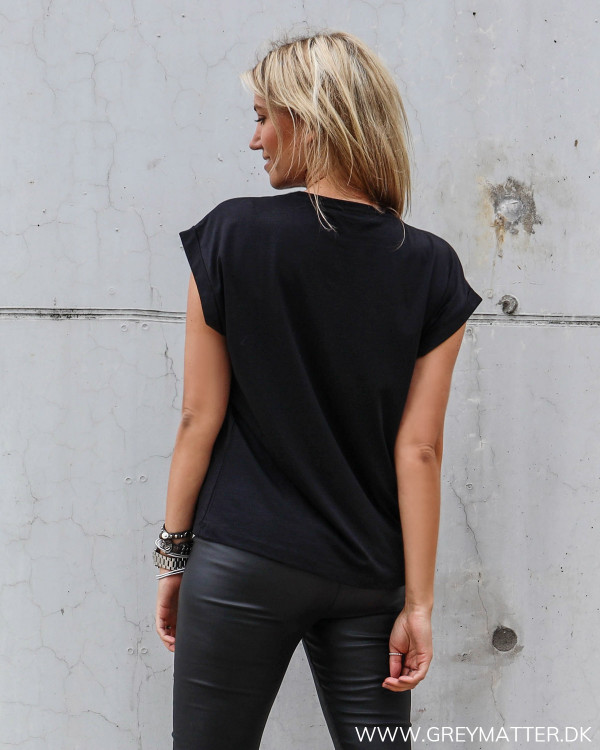 Basis t-shirt til damer fra Vila i sort med hvidt ørne motiv