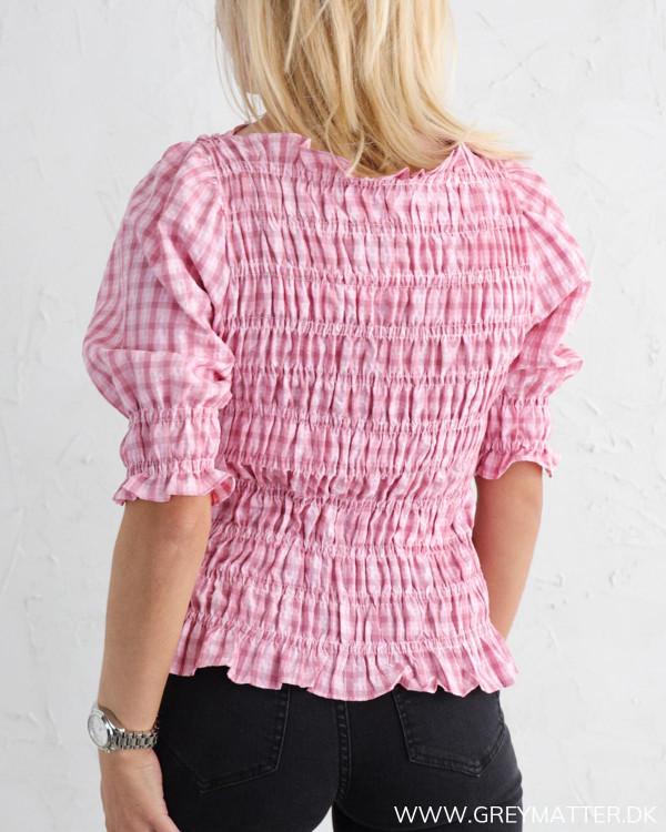 Neo Noir bluse i lyserød med tern