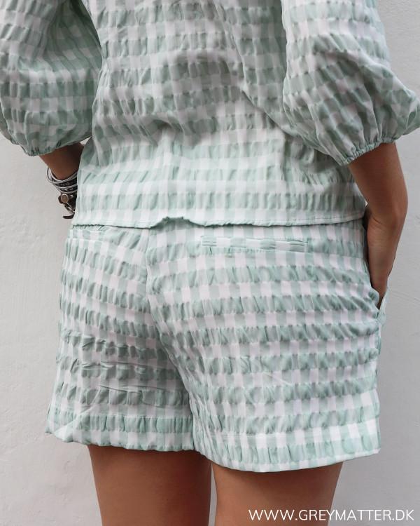 Neo Noir ternede shorts set bagfra
