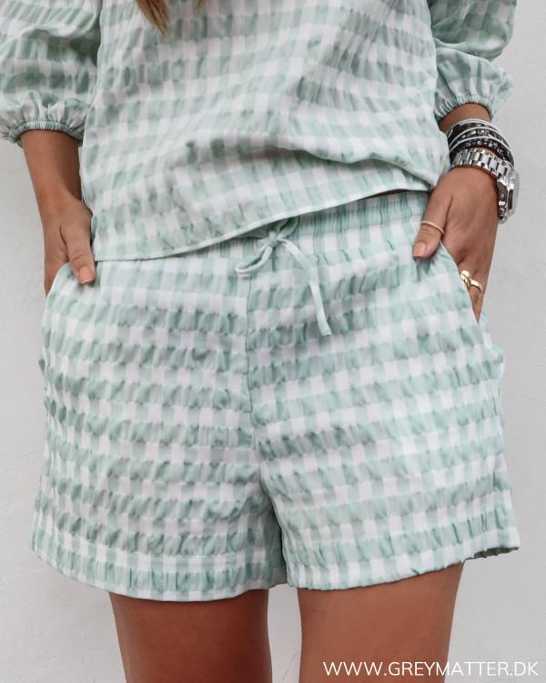Neo Noir ternede shorts i mintgrøn set forfra
