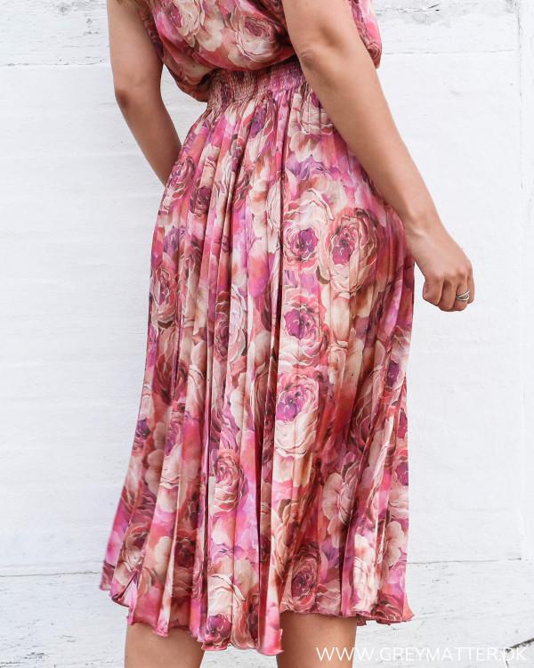 Karmamia nederdel med blomsterprint set bagfra