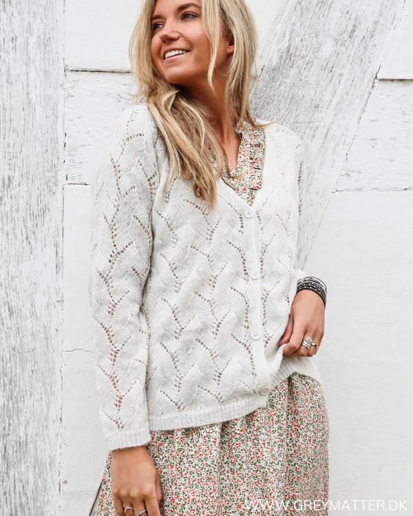 Hvid cardigan fra Grey Matter Fashion