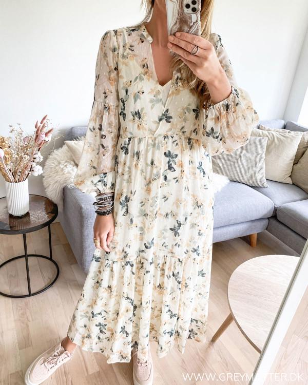 Maxi kjole fra Neo Noir med blomsterprint