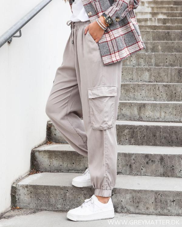 Vila bukser med lommer på siden