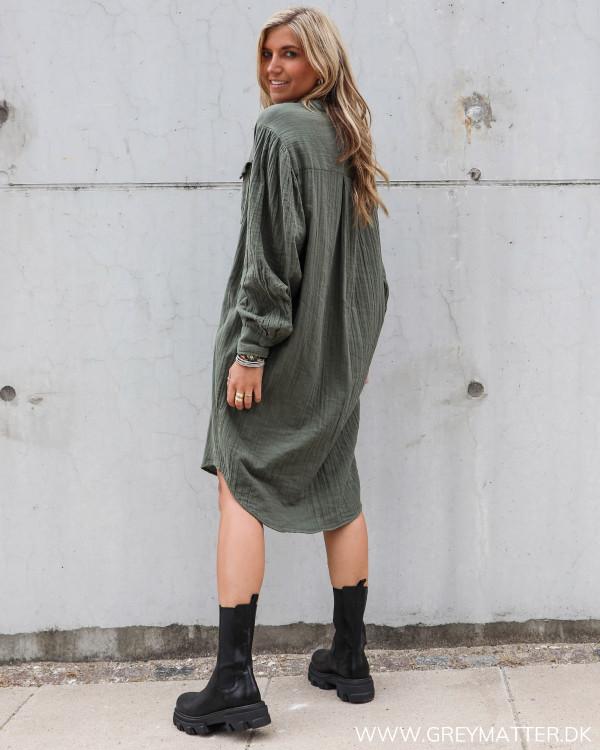 Skjorte kjole fra Neo Noir i army