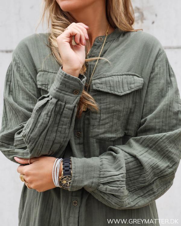 Skjorte kjole fra Neo Noir med fokus på lommer