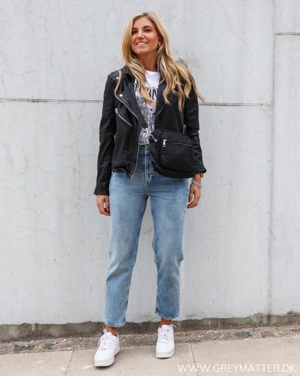 Pieces sort cross body taske og de bedste jeans PCsiri
