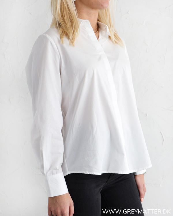 Klassisk hvid skjorte til damer