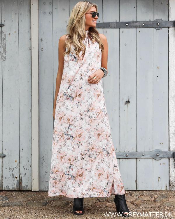 Karmamia lang kjole set forfra
