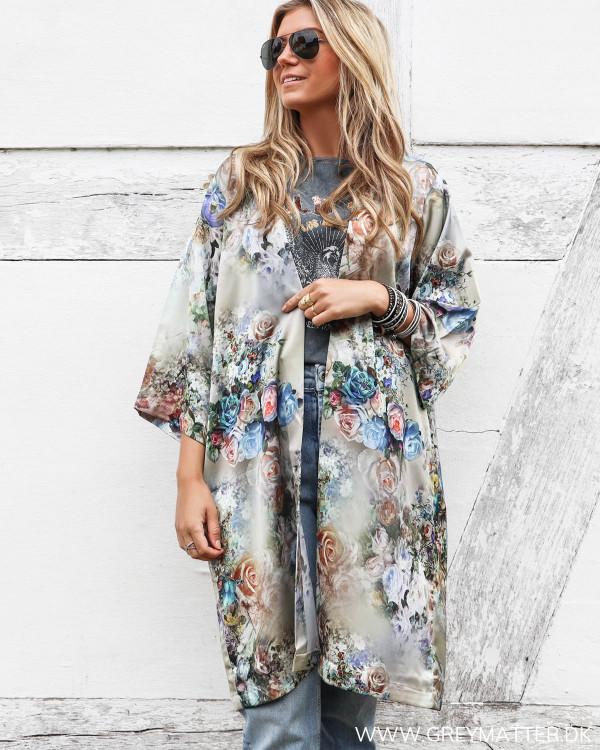 Karmamia Cph kimono med blomsterprint