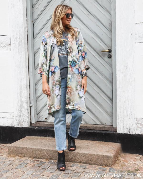 Karmamia kimono stylet med Pieces jeans og eagle tee fra Vila