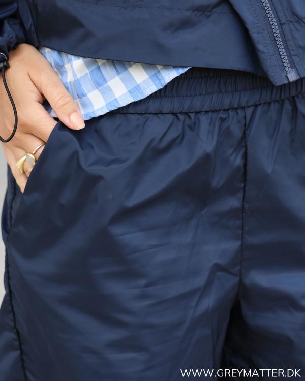 Regn shorts fra Vila med fokus på elastikkant