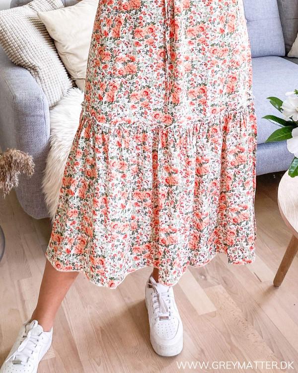 Kjole med print set forneden