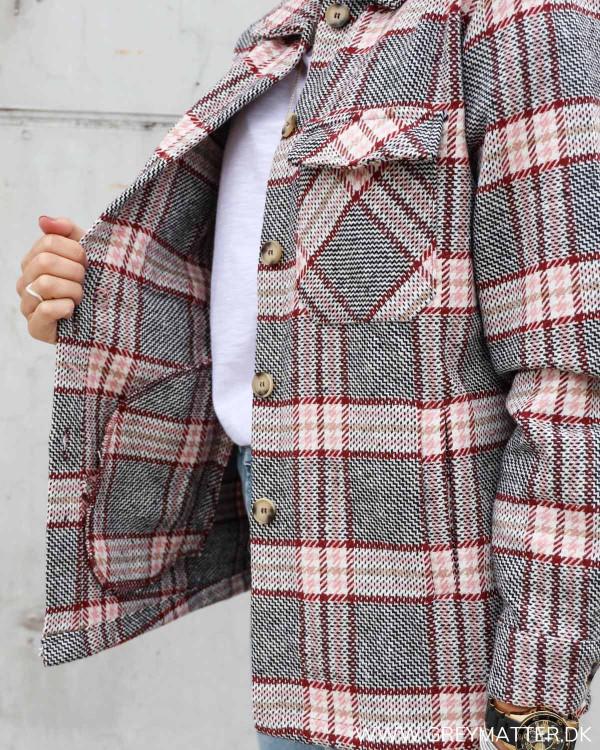 Lyserød ternet jakke fra Pieces