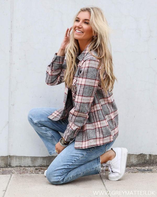 Pieces jakker med tern stylet med pcsiri mom jeans