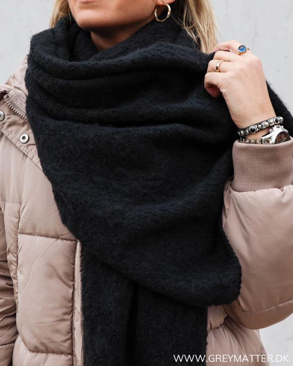 Pieces tørklæde i sort til damer fra Grey Matter