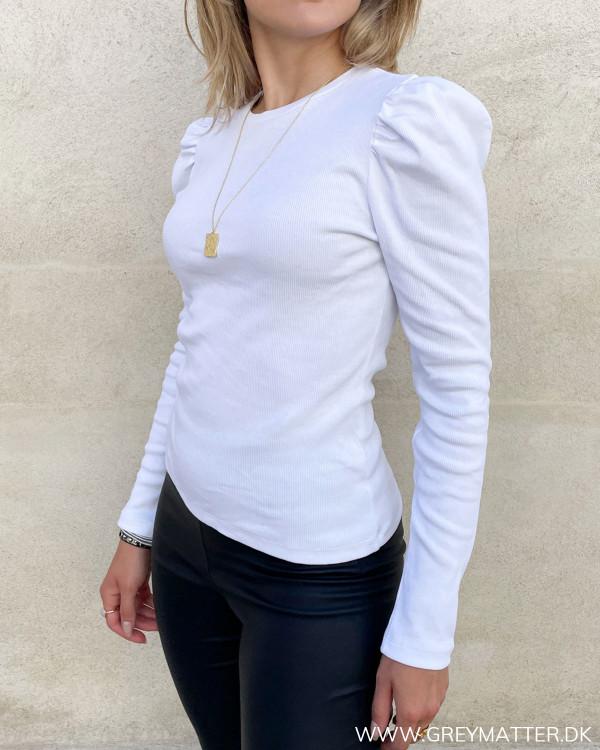 Hvide bluser til damer med rib og pufærmer