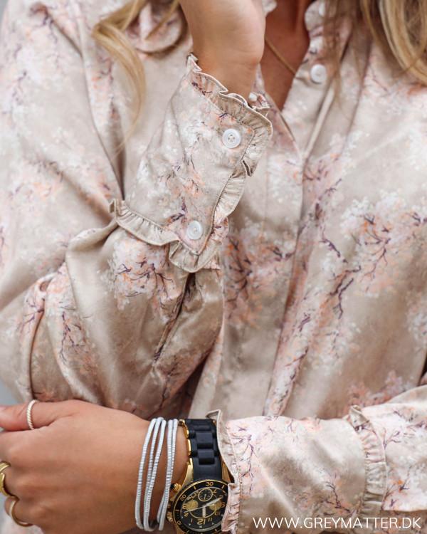 Skjorte fra Karmamia med lyserødt print