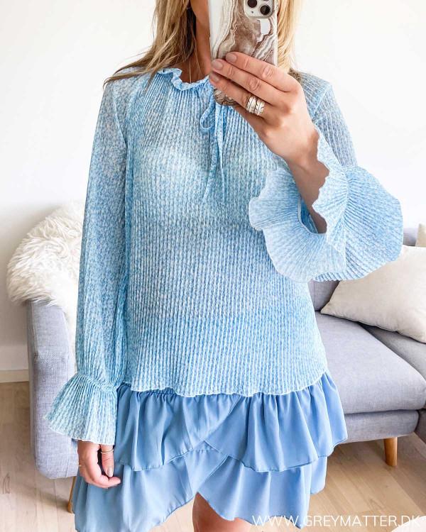 Plissé bluse i blå