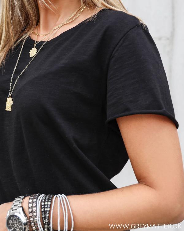 T-shirt til damer i sort bomuld fra MEW