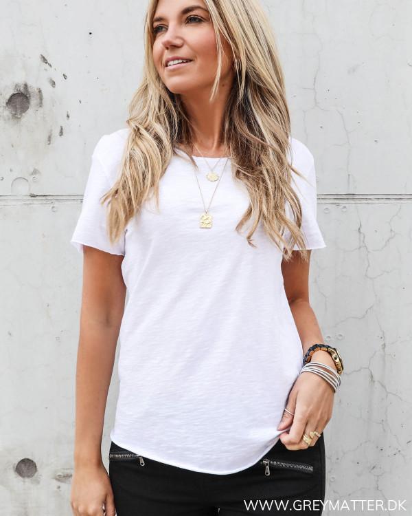 Hvid basis t-shirt til kvinder med oneck