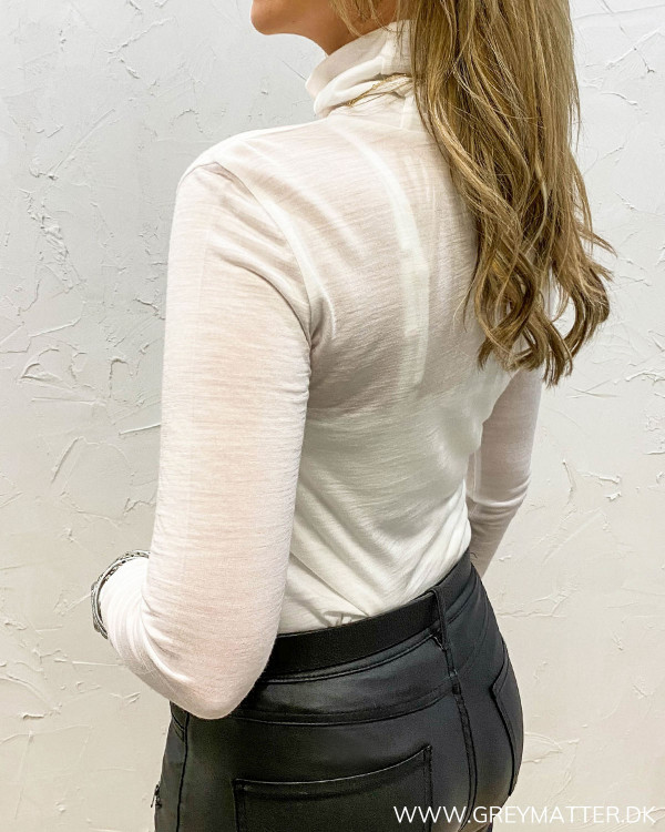 Hvid rullekrave bluse til damer