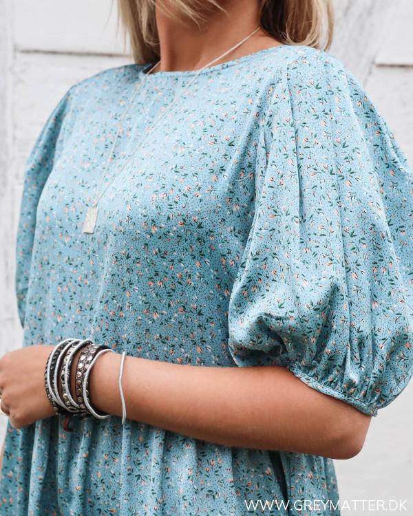 Blå kjole med print fra Vila