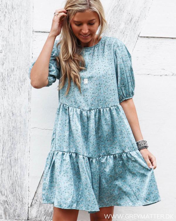 Blå kjole fra Vila med print