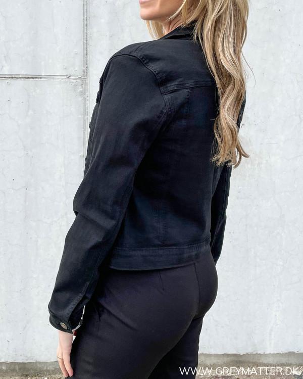 Lulu Short Solid Black Jacket