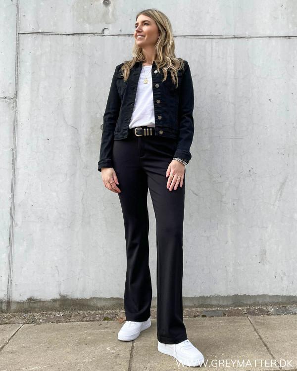 Lulu Short Solid Black Jacket stylet med flair pants