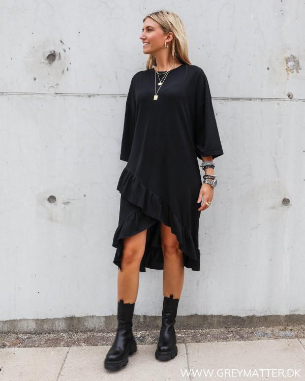 Sort sweat kjole i afslappet stil