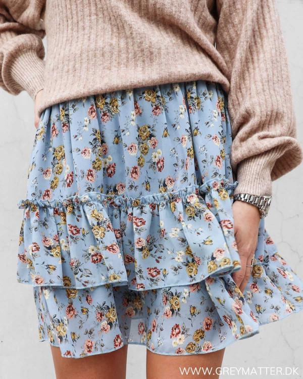 Blå nederdel med flæser og print