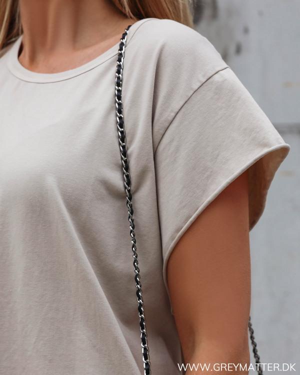 Rå t-shirt til damer fra Grey Matter Fashion