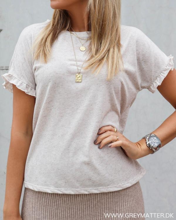 Kvalitet t-shirt til damer med flæse ærme