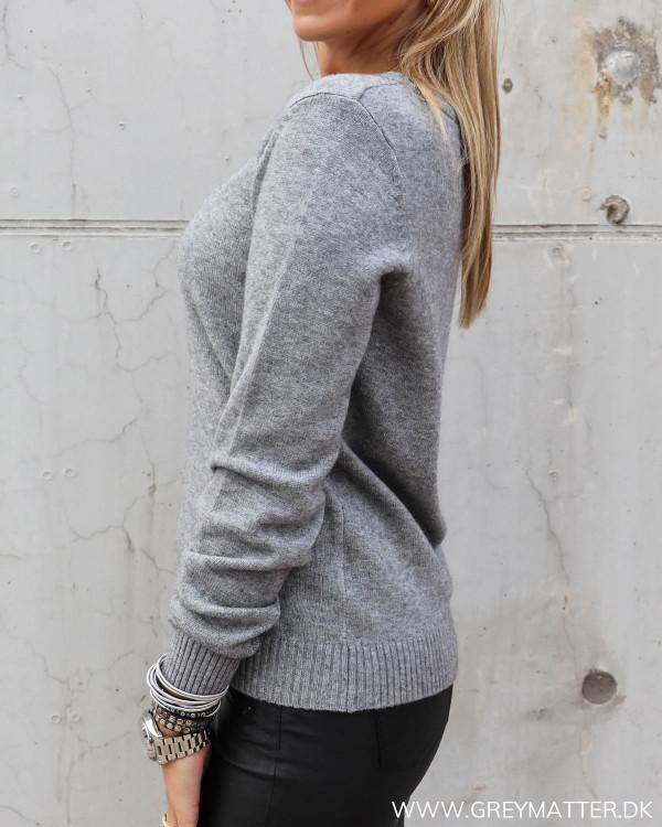 Vila bluse med rund hals i grå