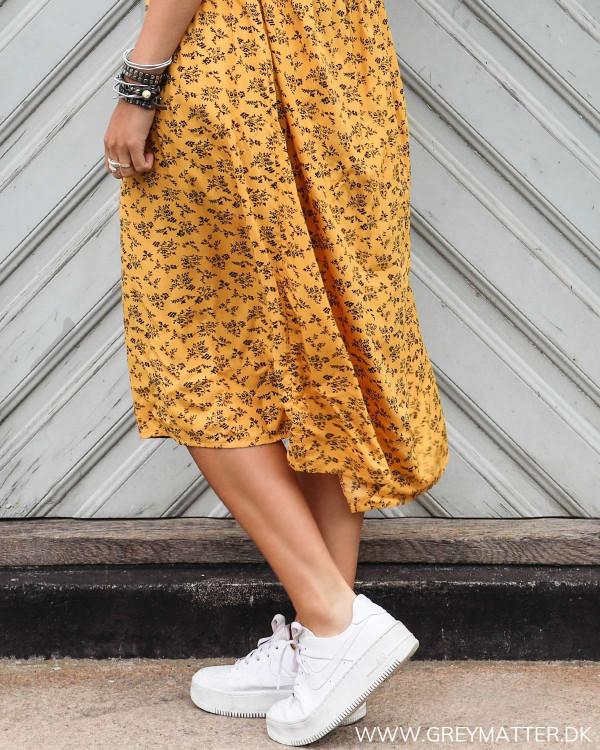Pieces kjole med print i gul