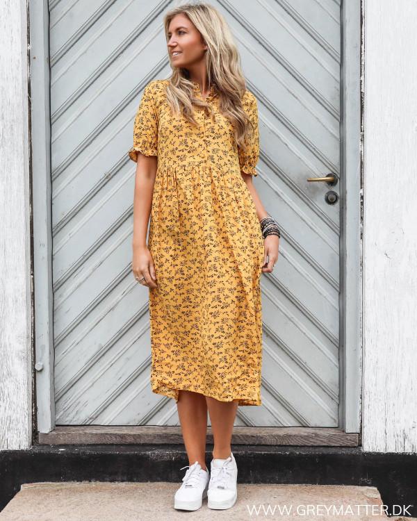 Pieces kjole i smuk gylden farve