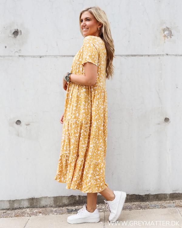 Pieces kjole gul med blomsterprint
