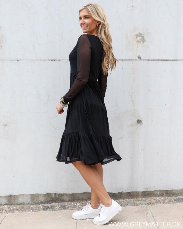 Langærmet sort kjole fra Vila vidavis serien