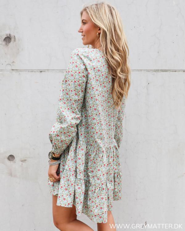 Pieces kjole med blomsterprint set fra siden