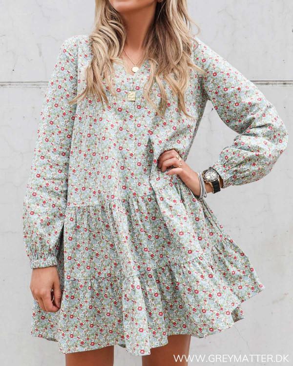 Pieces kjole med blomsterprint og langt ærme