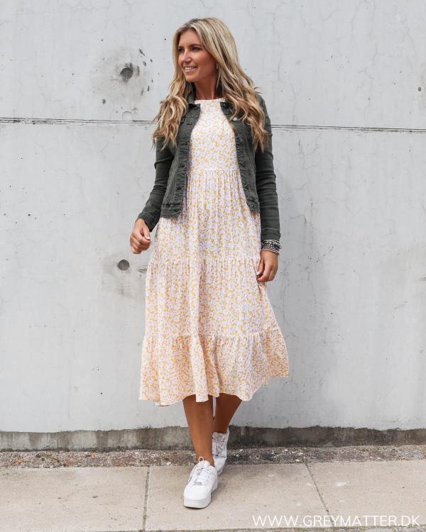 Pieces kjole stylet med kort rå jakke