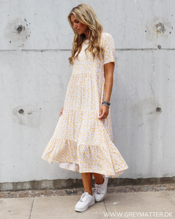 Pieces kjole med gult print Grey Matter