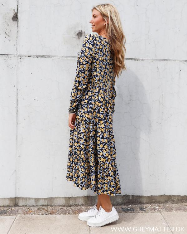 Pieces kjole med langt ærme og i flot print