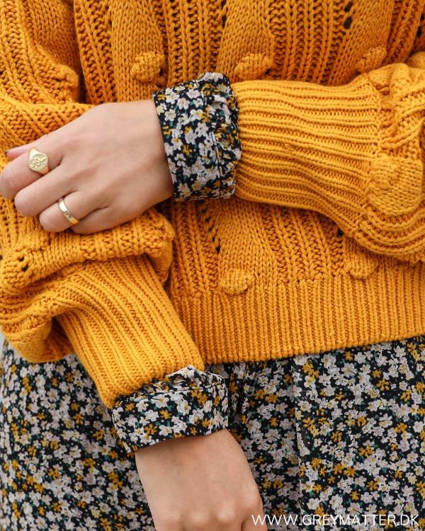 Vila bluse i orange stylet med printet kjole